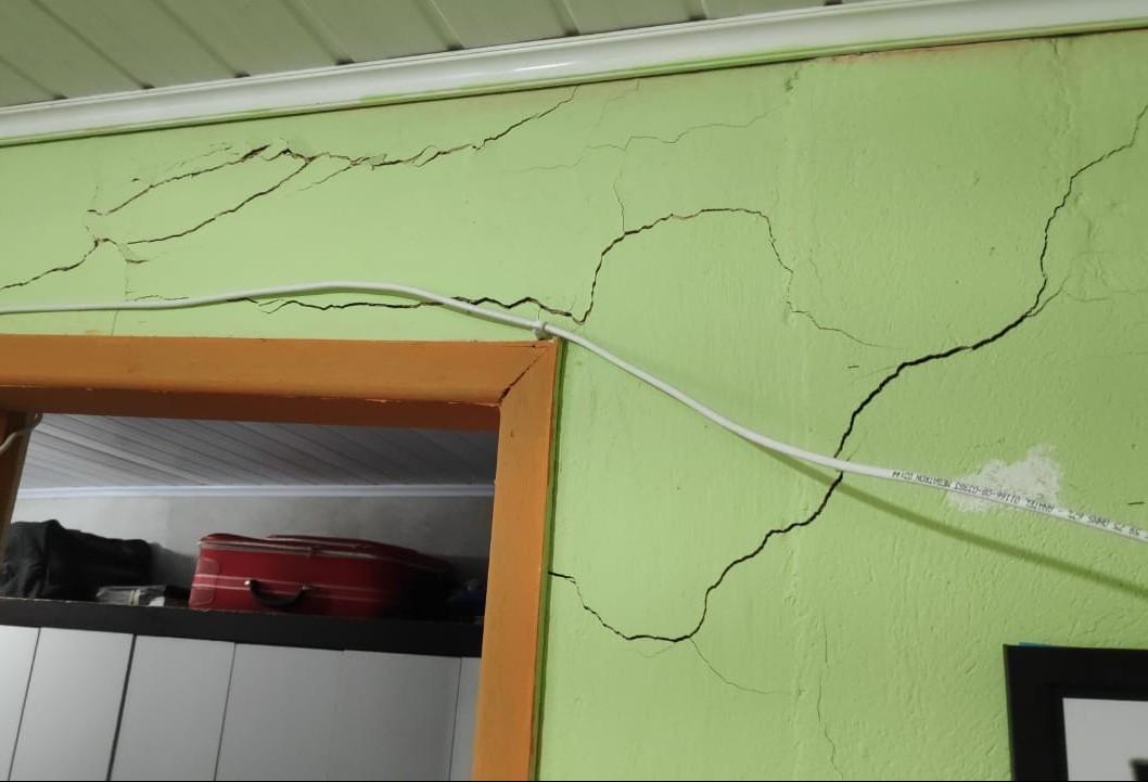 Duas casas com risco de desabamento são interditadas em Maringá