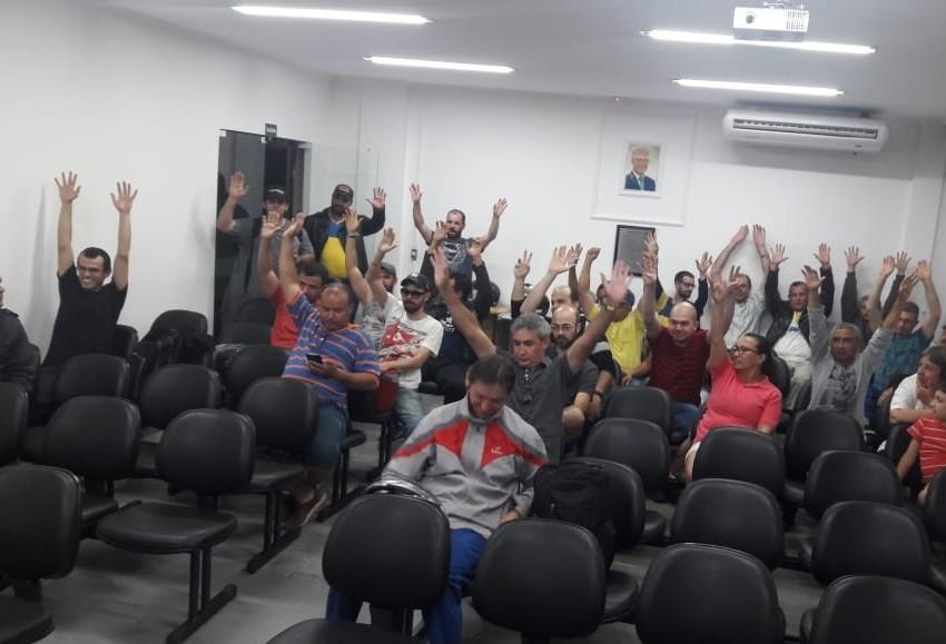 Em assembleia trabalhadores decidem não entrar em greve