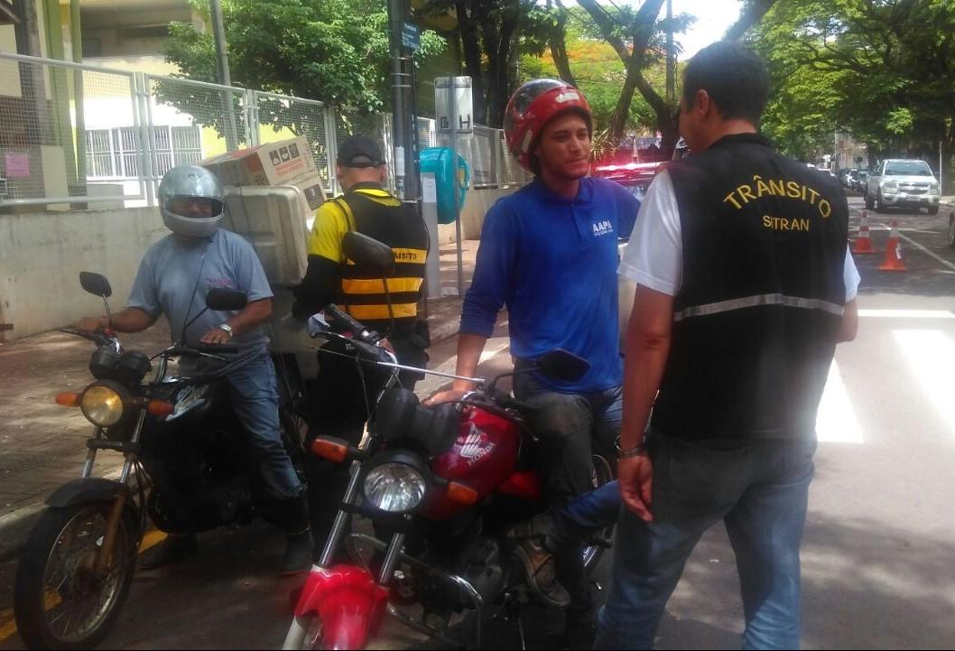 Antes da fiscalização, mototáxi e motofretes são novamente orientados