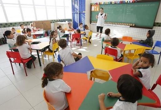 Cinco escolas particulares se credenciam