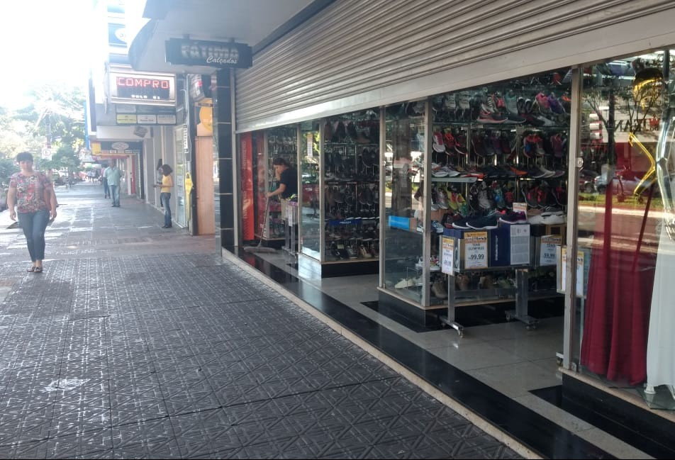 Lojas de Maringá já funcionam até as 22h