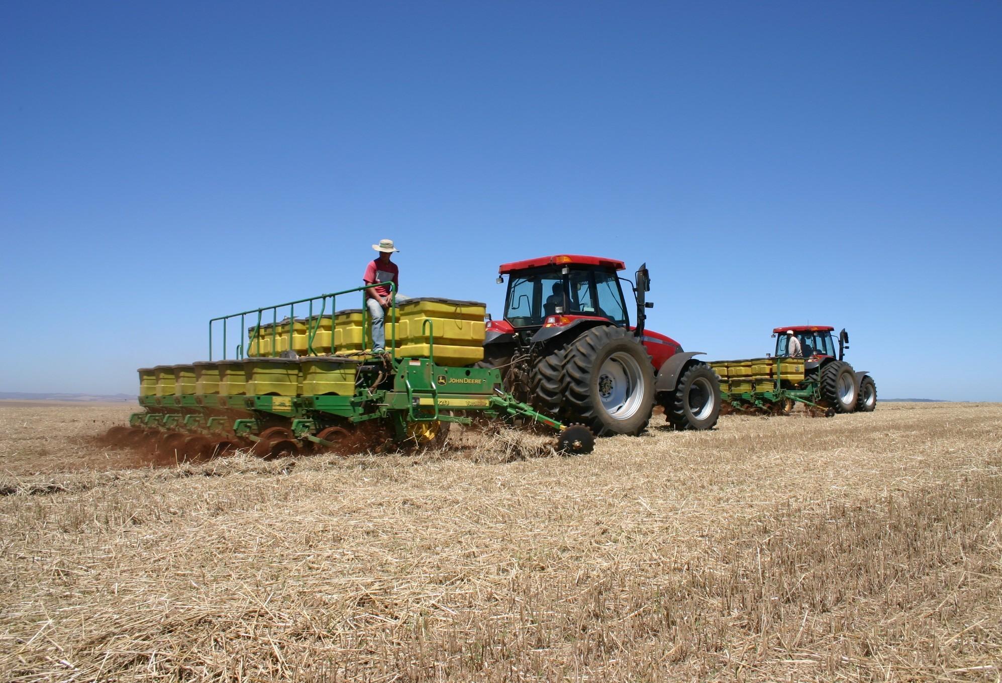 Produtor que investe mais no solo sofre menos com tempo seco