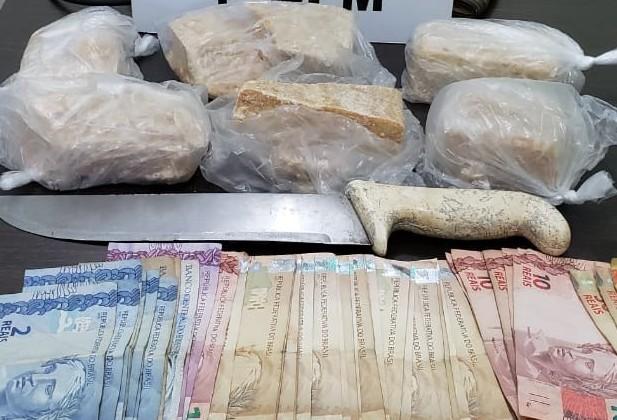 Rocam apreende droga e dinheiro e prende três pessoas