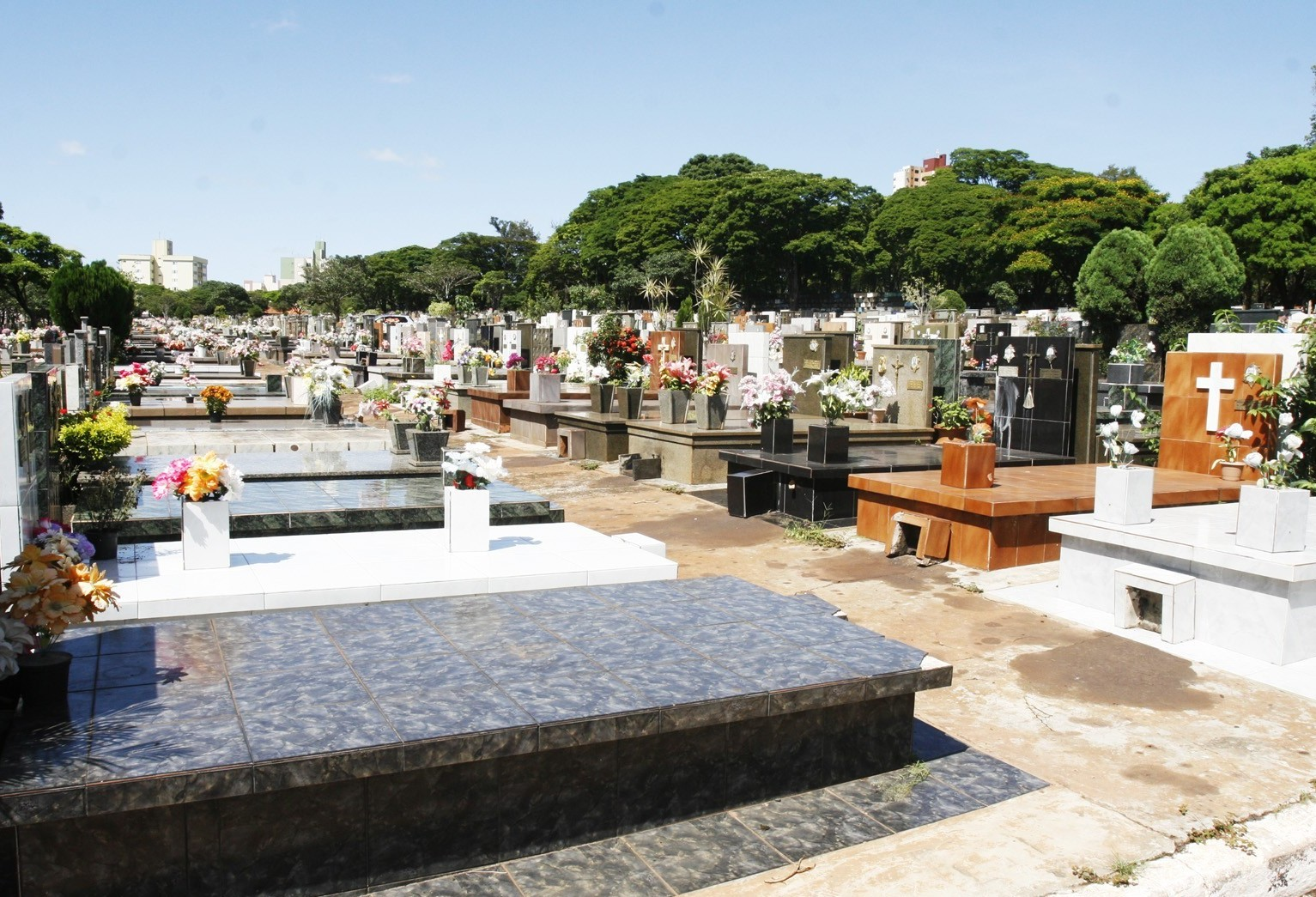 Cinco pessoas foram enterradas como 'ignoradas' em Maringá