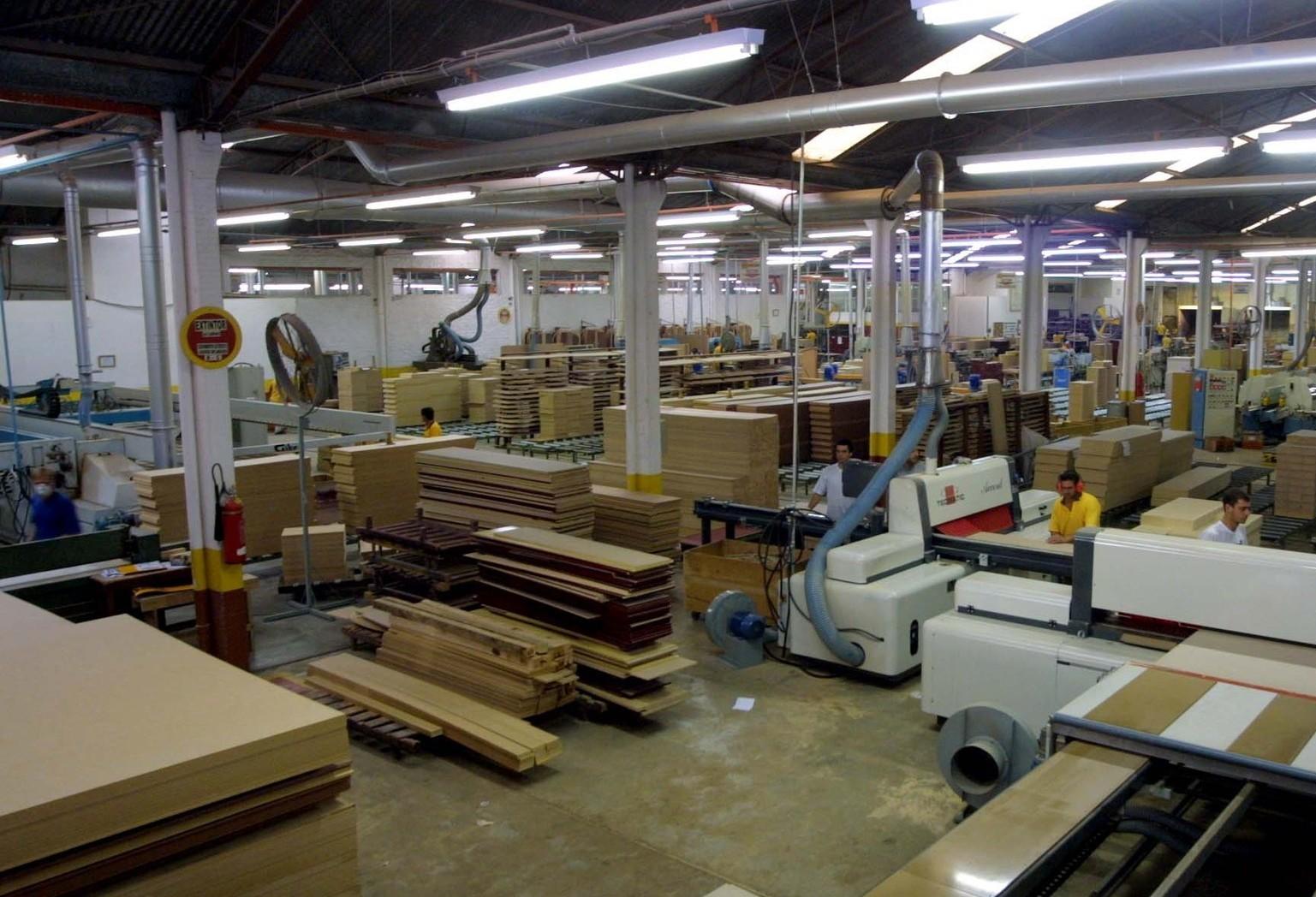 Indústria se recupera lentamente, com desempenho abaixo da expectativa