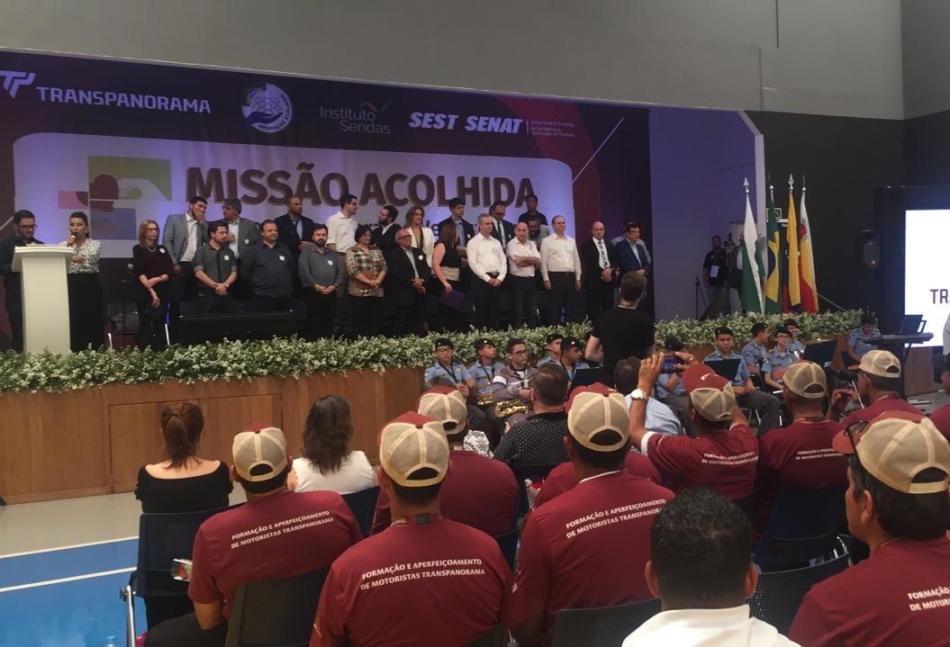 Ministra da Mulher recebe, em Maringá, a 49 refugiados