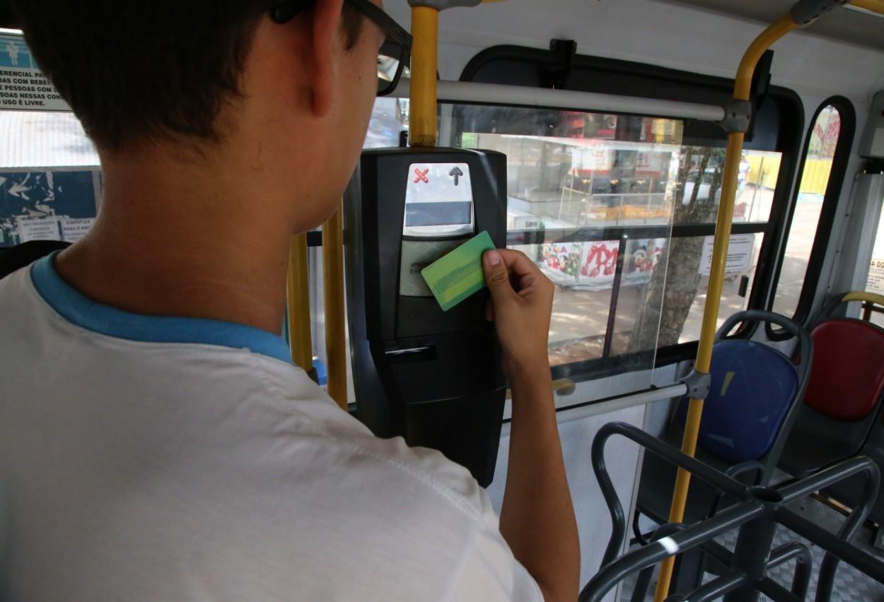 Maringá entrega 23.340 cartões do passe livre do estudante