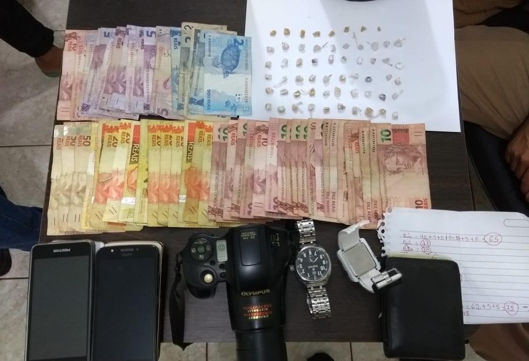 58 pedras de crack são apreendidas e cinco pessoas são detidas