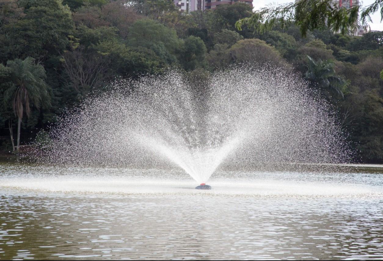 Cinco aeradores foram instalados no lago do Parque do Ingá