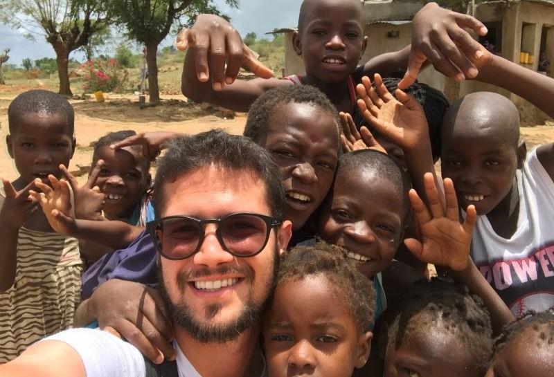 Médico maringaense passa mais de um ano em missões na África