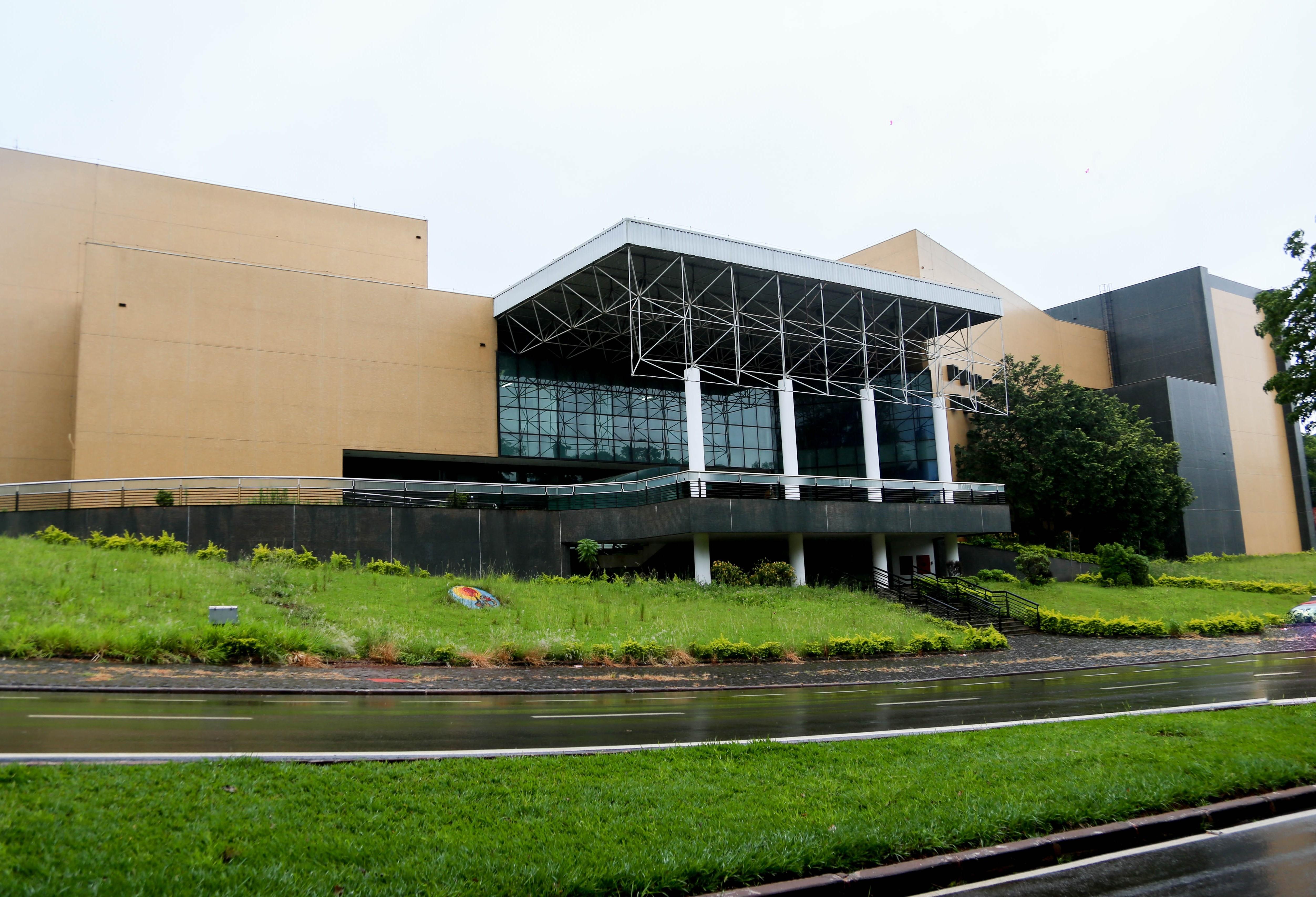 Grupos e escolas podem solicitar visita guiada pelo Teatro Calil Haddad