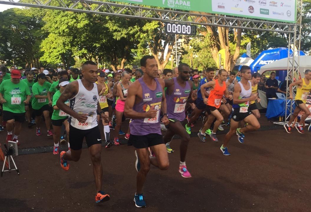 Mil atletas correm em benefício da Apae