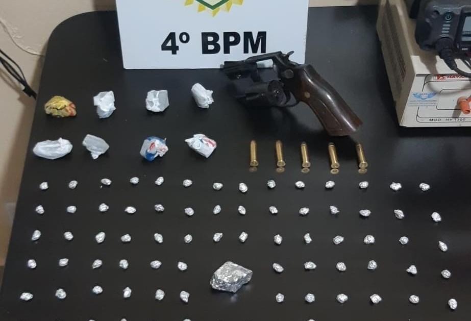 Homem é preso com drogas e revólver em Paiçandu