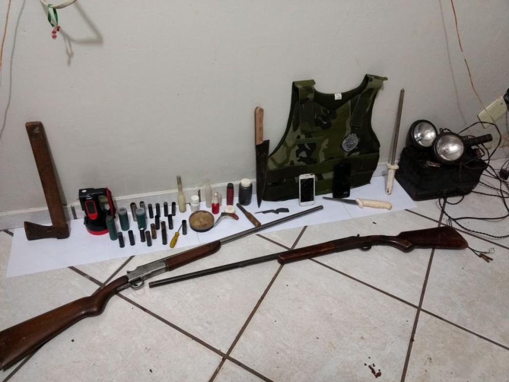 Trio é preso por porte ilegal de arma
