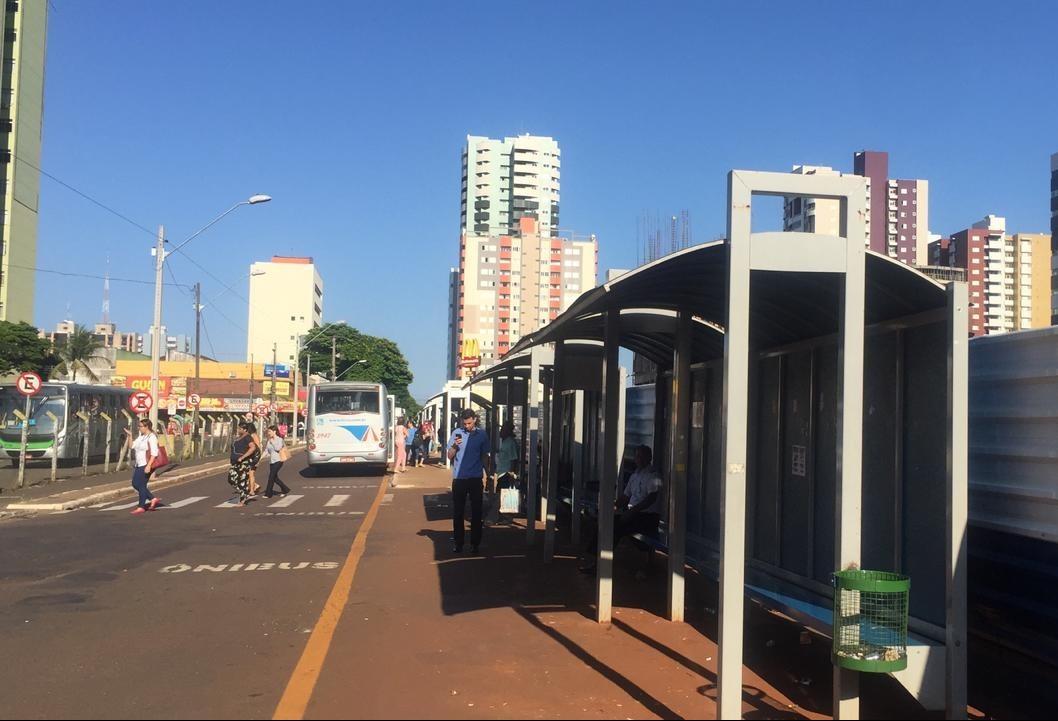 Obras interditam trechos e mudam pontos de ônibus em Maringá