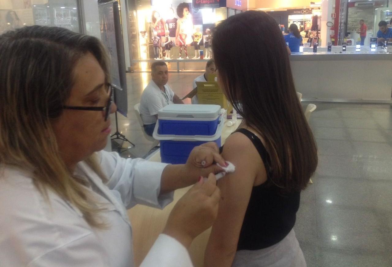Quase 21 mil jovens devem ser vacinados contra dengue em Maringá