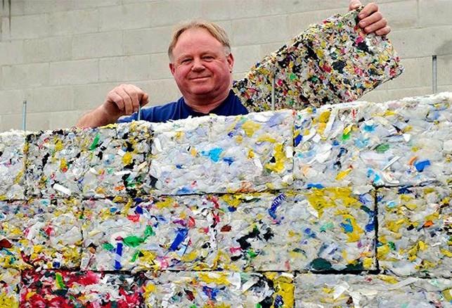 Startup cria tijolo ecológico com plástico retirado dos oceanos