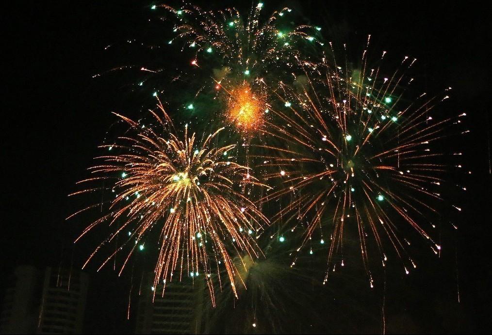 Vencedor da licitação dos fogos de artifício em Maringá oferta 0,88% de desconto e vence