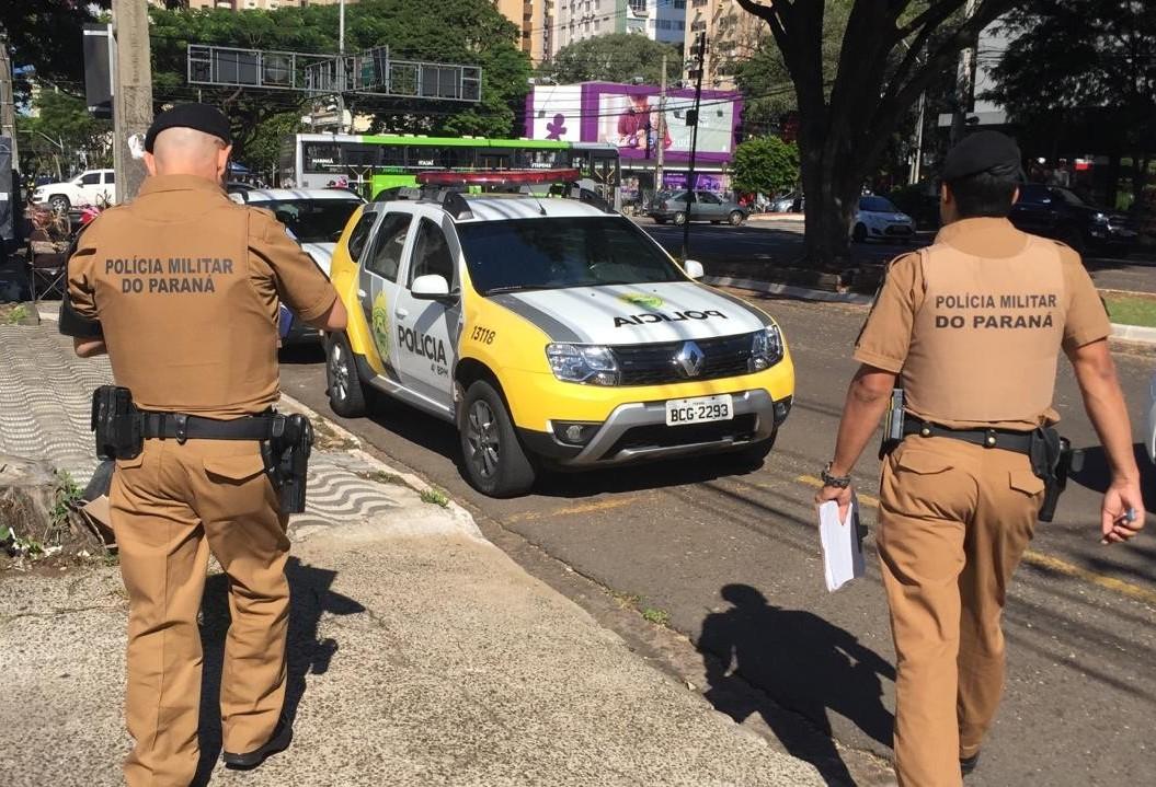 Dois homens armados invadem joalheria no centro de Maringá