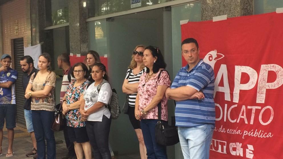Sindicato protesta contra redução de salários