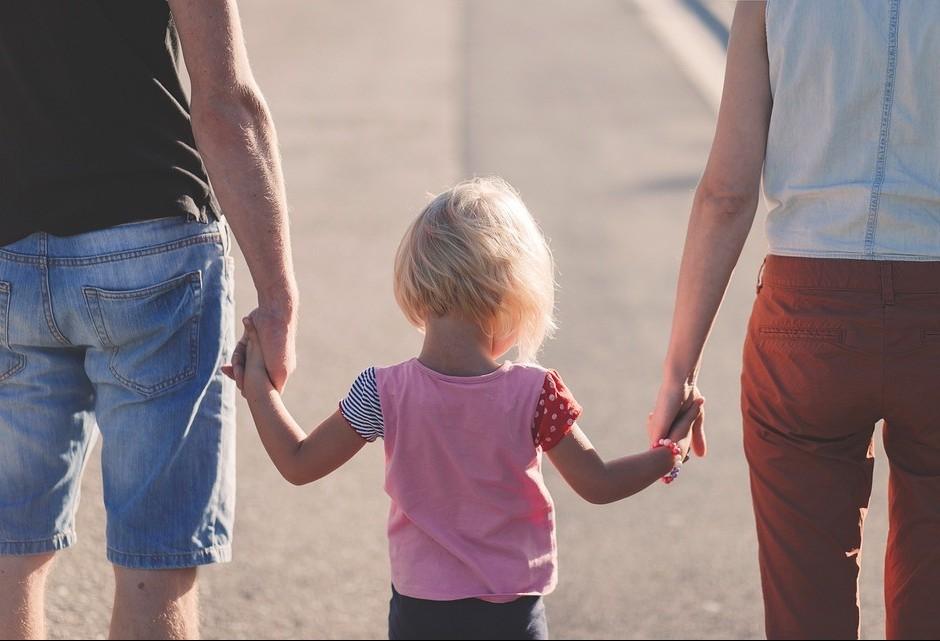 Pais não podem 'jogar' com os filhos para se esconder do casamento