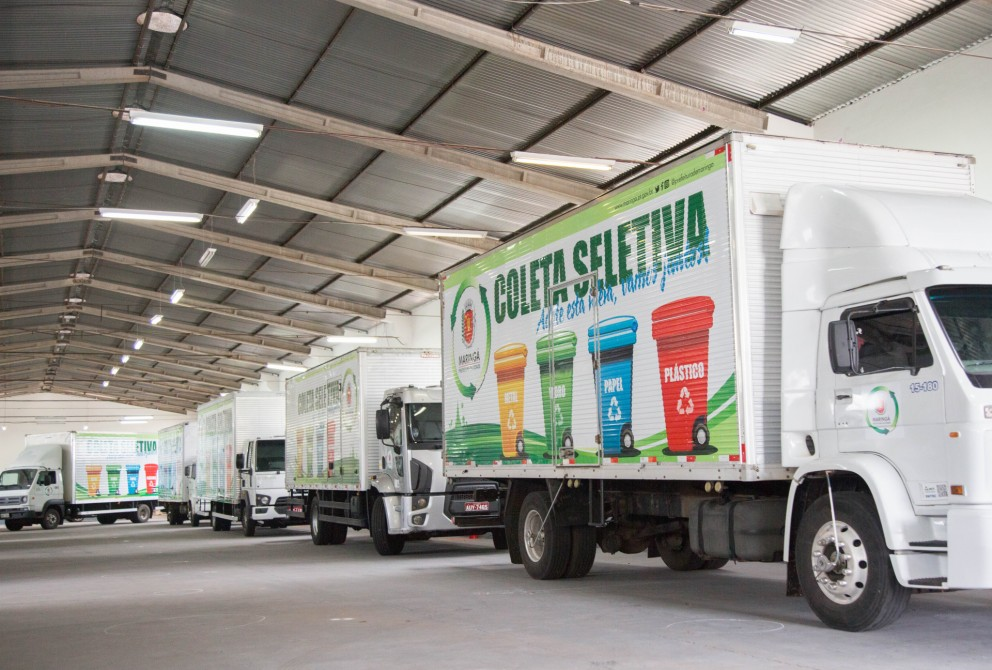 Dez novos caminhões reforçam coleta seletiva em Maringá