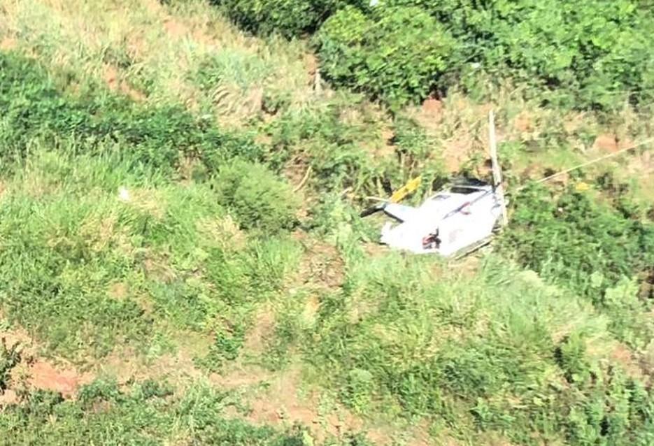Piloto fica ferido em queda de helicóptero