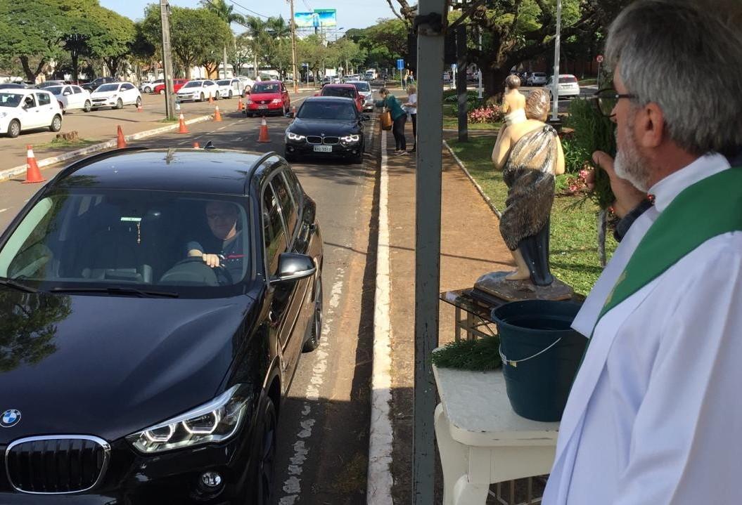 Milhares de motoristas buscam a benção de São Cristóvão