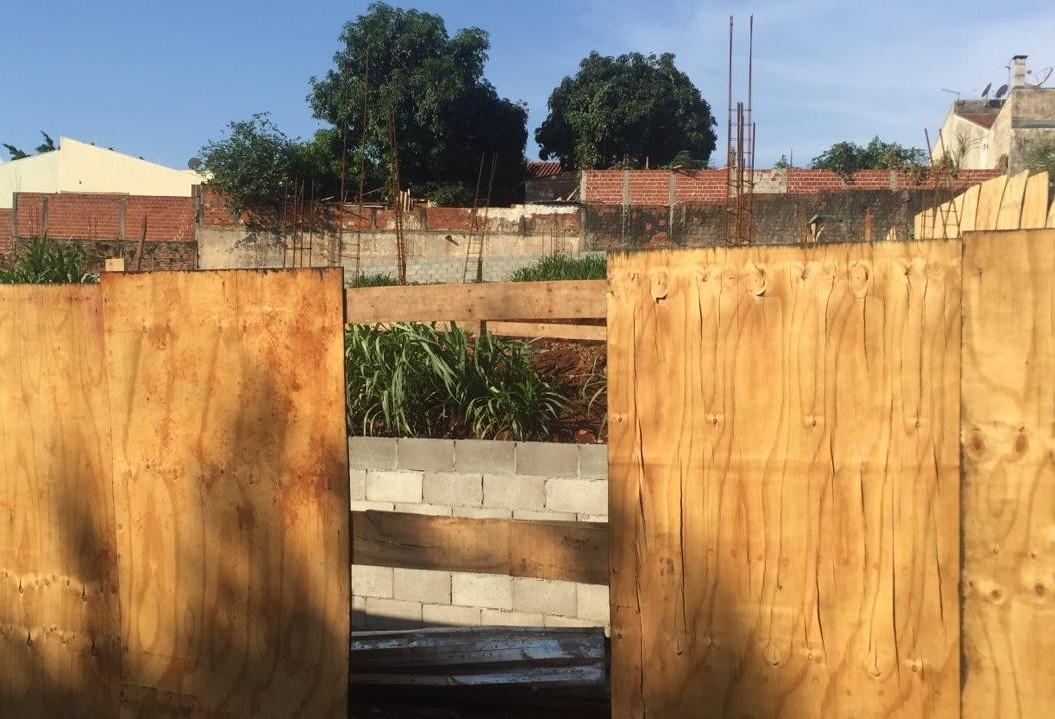 Após furtos, moradores monitoram construção da Casa de Semiliberdade