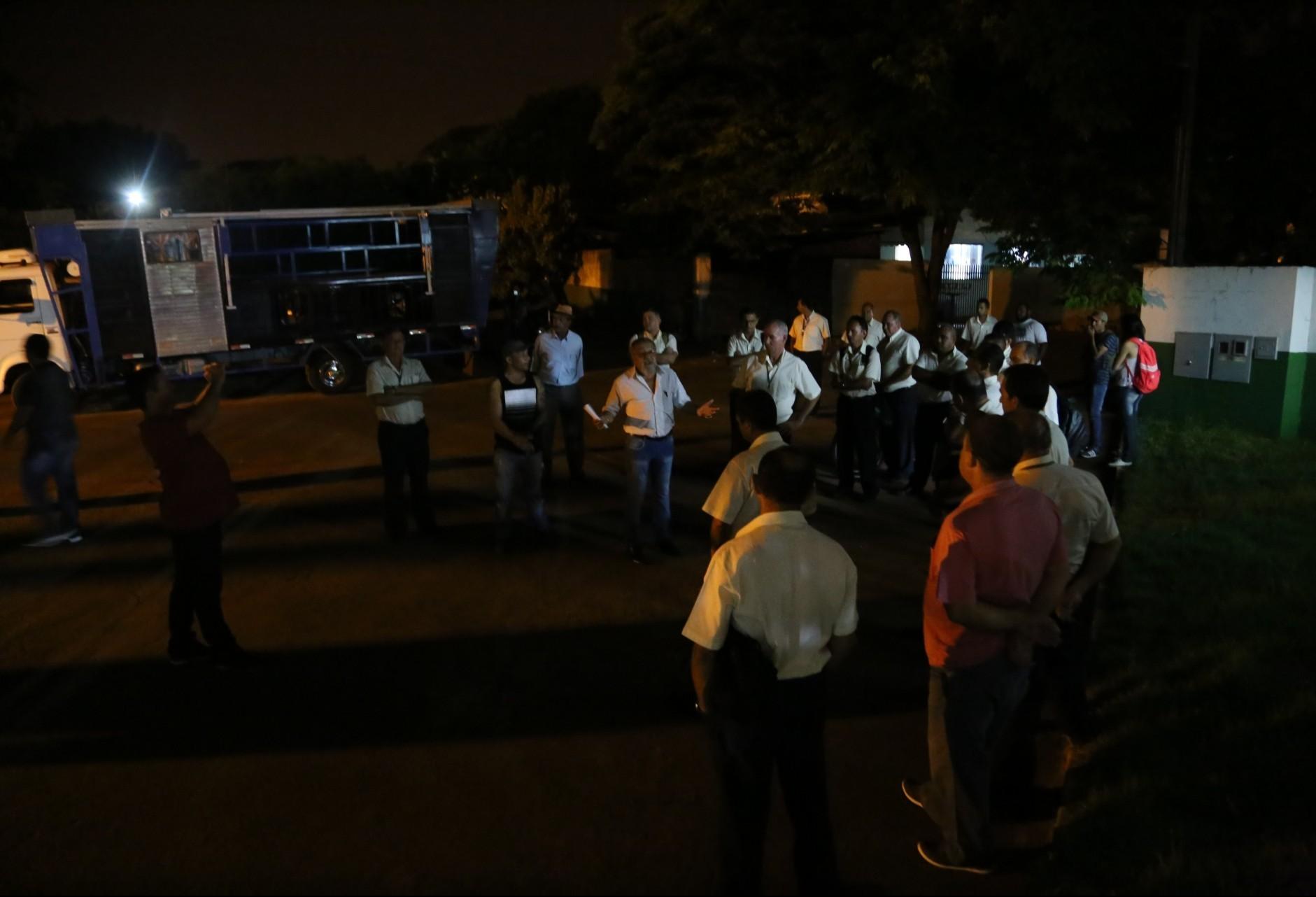 Motoristas protestam contra demissão por justa causa de colega