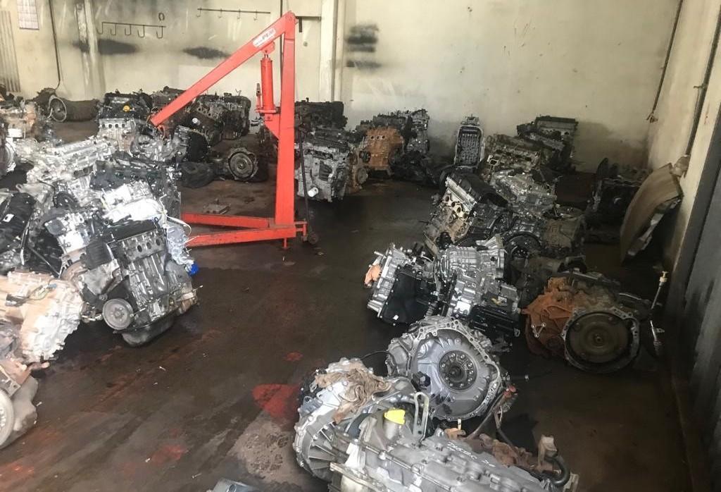 Denúncia anônima leva polícia a depósito irregular de peças em Maringá