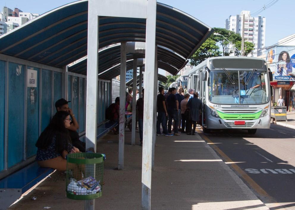 Sindicato de motoristas se mobiliza e ônibus atrasam
