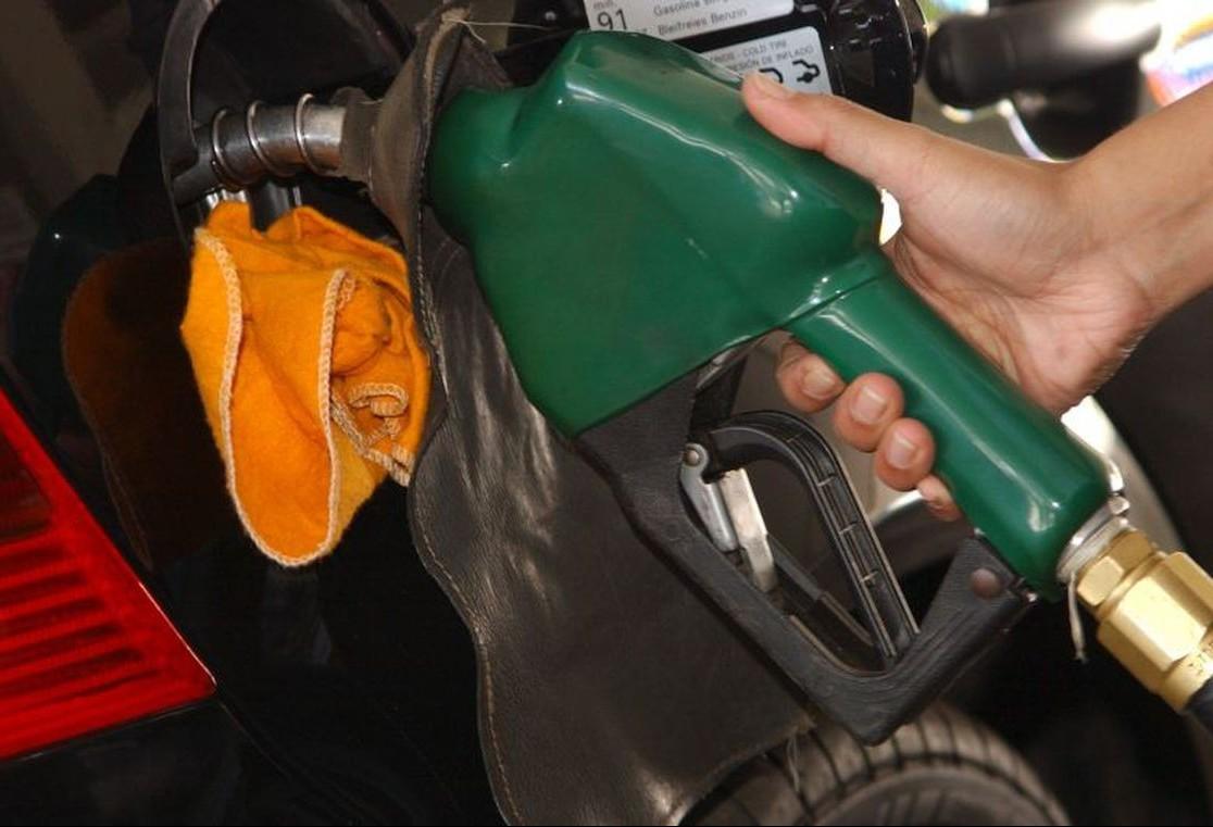 Pesquisa aponta variação de mais de 10% no preço do combustível