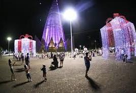 Paradas de Natal iniciam semana que vem com sete carros alegóricos