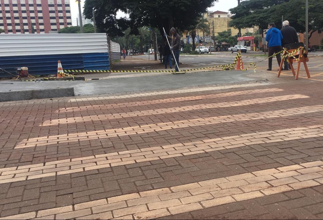 Deficientes visuais denunciam risco em faixas de pedestres no novo centro em Maringá