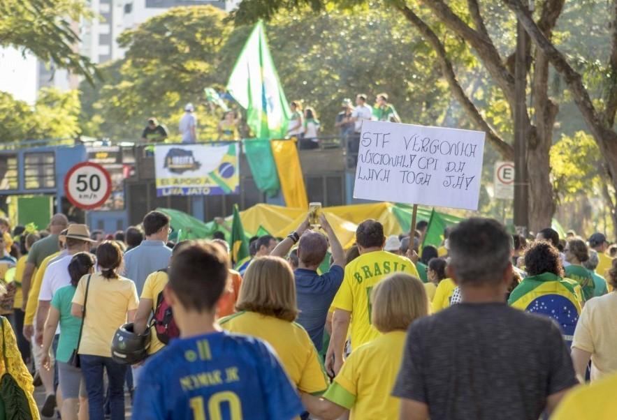 Manifestantes pedem que Bolsonaro vete lei contra abuso de autoridade