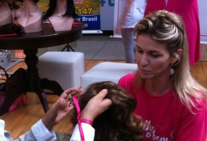 Campanha incentiva doação de cabelo para pacientes com câncer