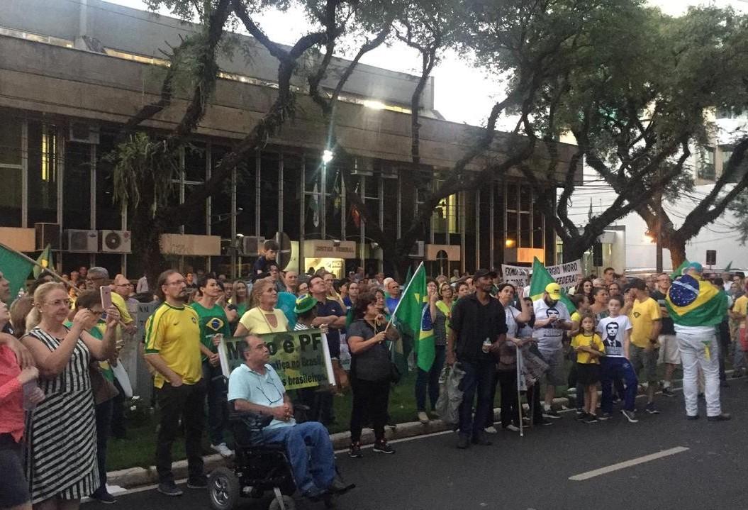 Ato pede prisão do ex-presidente Lula