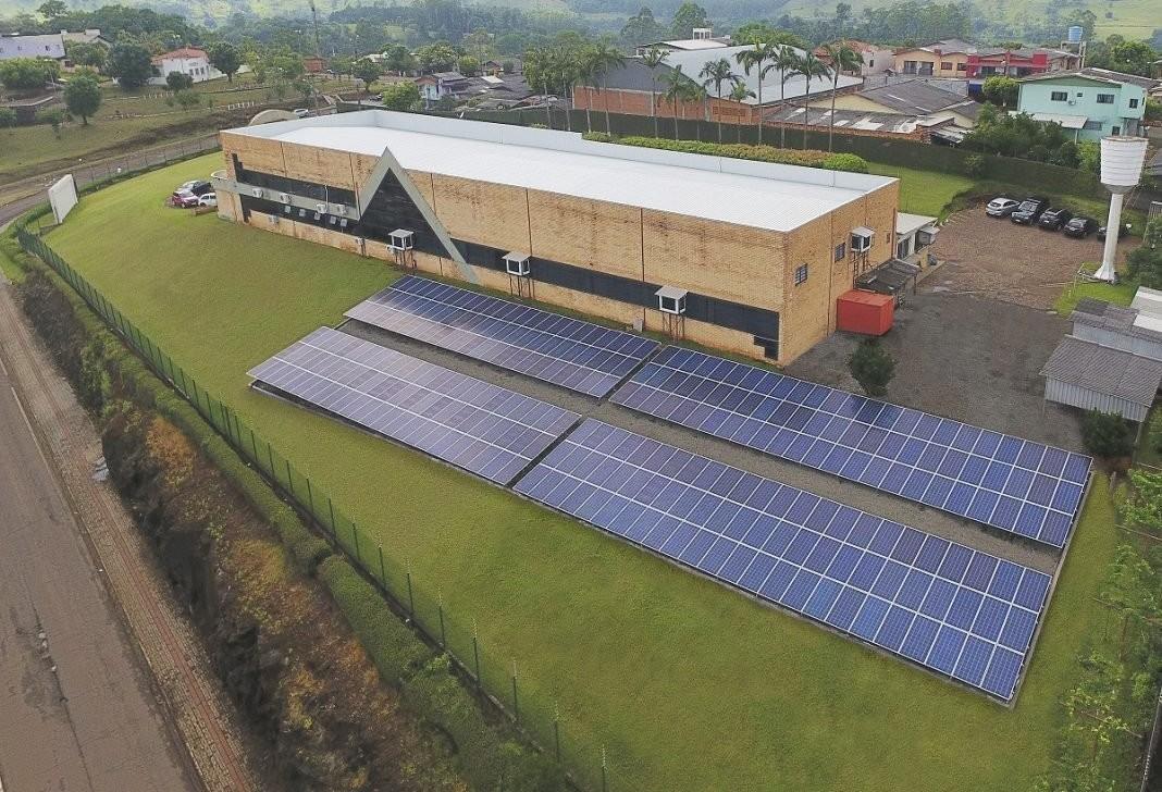 Empresa em Santa Catarina gera energia solar fotovoltaica