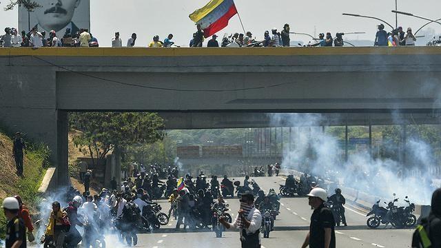 Venezuelanos em Maringá acompanham manifestações contra Maduro