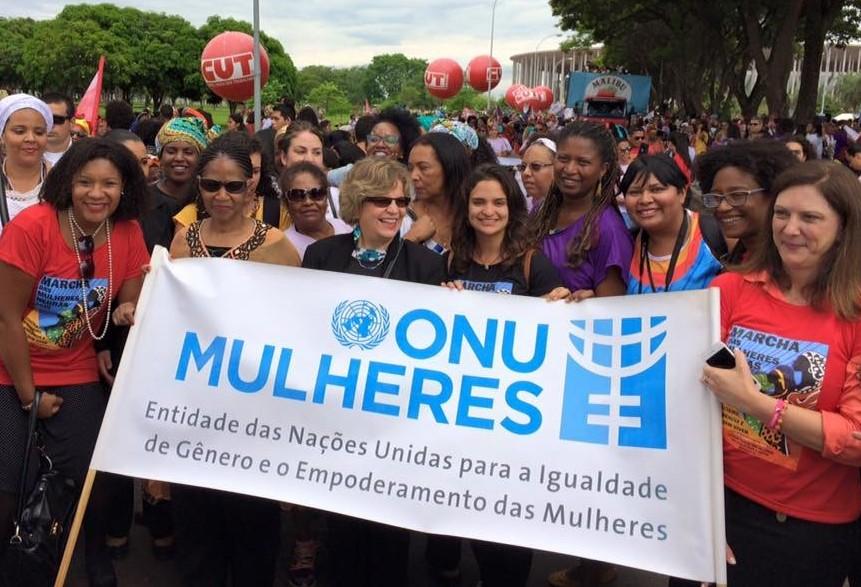 Em Maringá, campanha pede o fim da violência contra a mulher