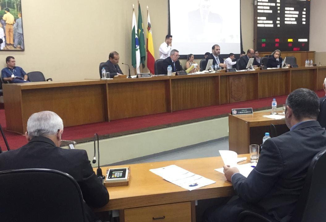 Em sessão extraordinária, vereadores votam reajuste de servidores