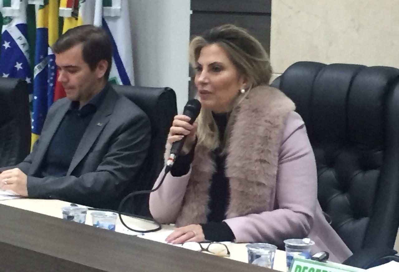 Governadora  diz que solução para saneamento será empresa municipal para compartilhar sistema com Sanepar
