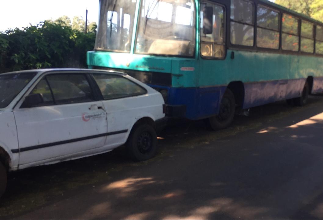 Fiscalização aplicou 30 notificações para donos de veículos abandonados este ano em Maringá