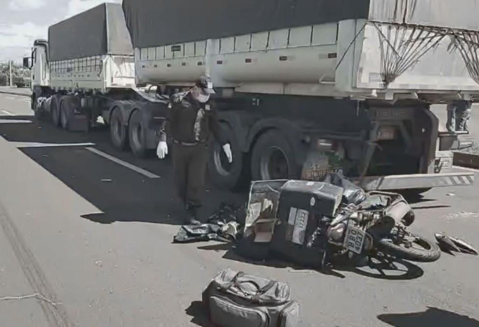 Motociclista morre depois de colidir em caminhão na BR-376