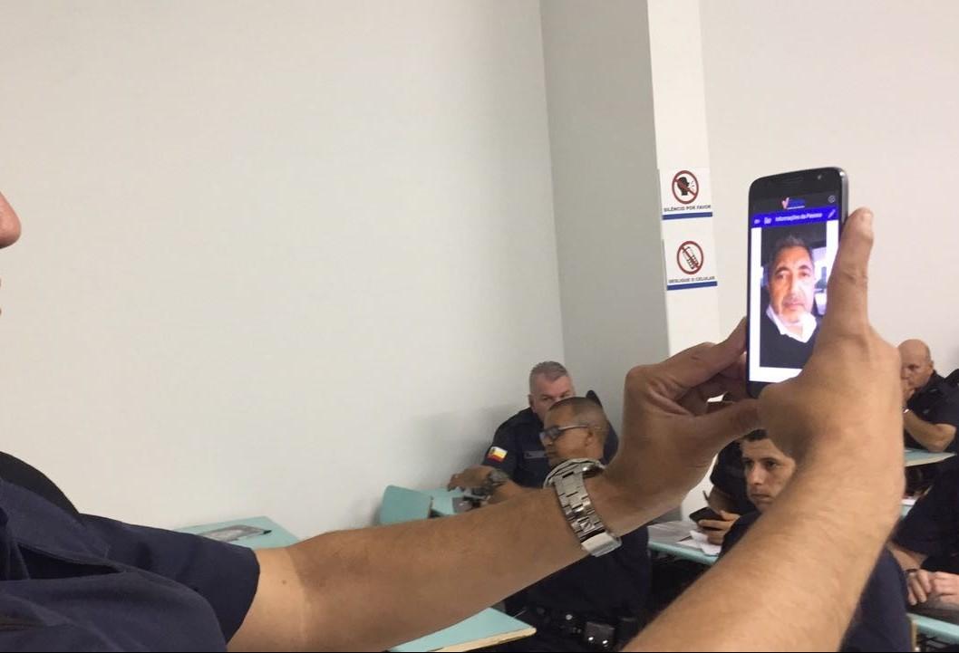25 guardas municipais estão sendo treinados para usar um software de reconhecimento facial