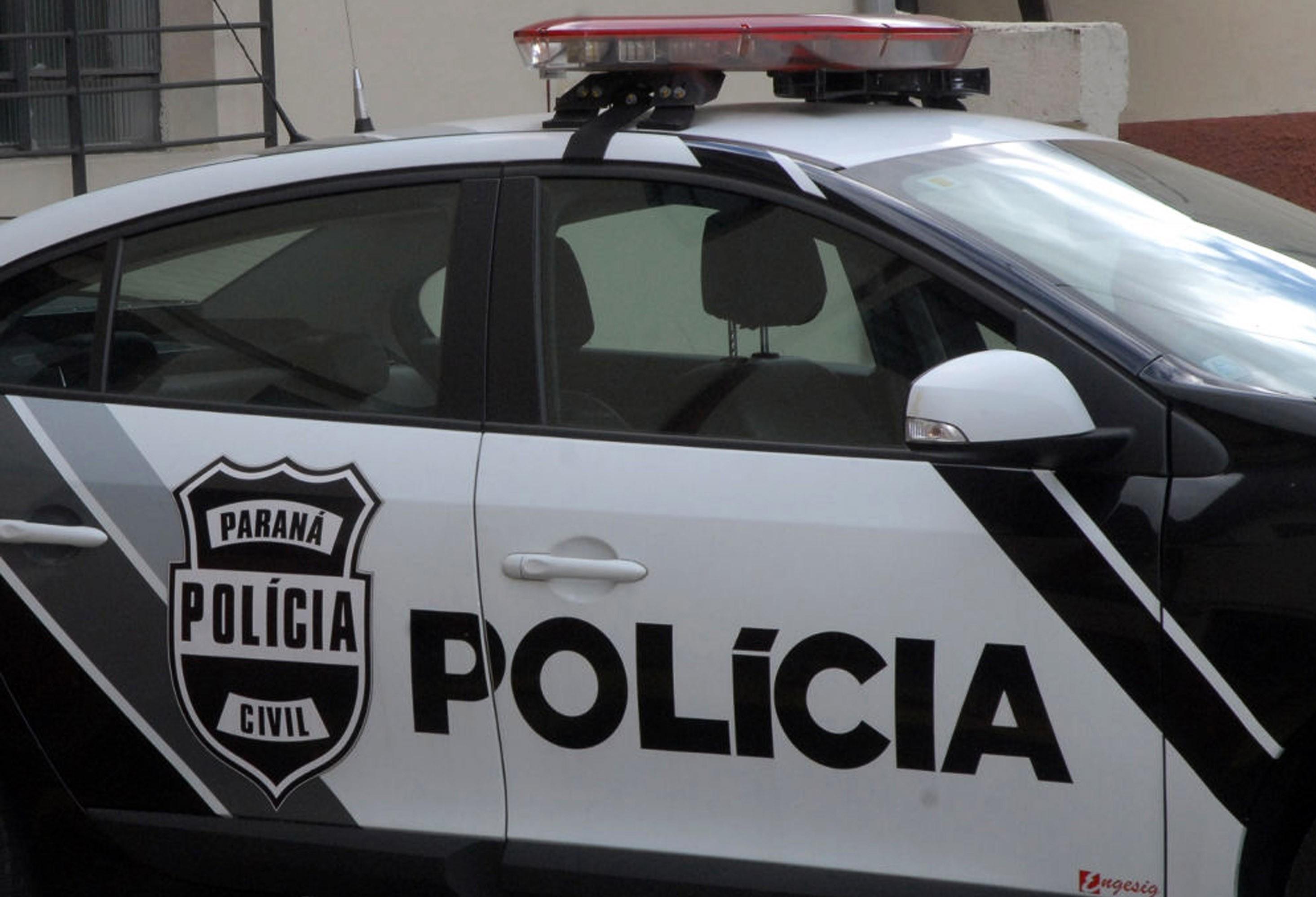 Polícia procura por dois suspeitos de roubo e furto de carros