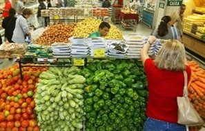 Supermercados de Maringá vão continuar abrindo uma vez por mês