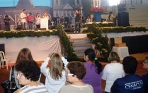 Milhares de fiéis participam neste feriado do Cenáculo com Maria