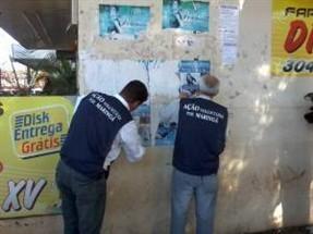 Voluntários fazem arrastão contra a publicidade ilegal em Maringá